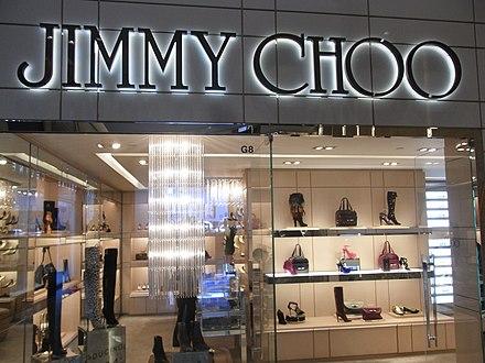e7e4b08445f7 Витрина магазина Jimmy Choo в Гонконге