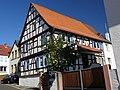 Hanau-Mittelbuchen, Hinter der Kirche 16.jpg