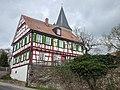 Haus vor der evangelischen Auferstehungskirche in Gebersheim - panoramio.jpg