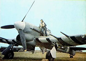 Photographie couleur d'un Hawker Typhoon pendant la Seconde Guerre mondiale