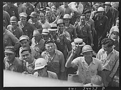 Higgins shipyard workers 8d39925v.jpg