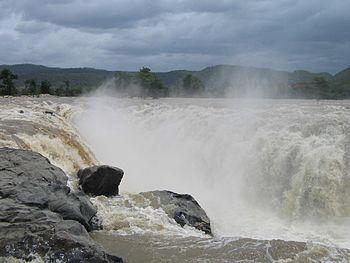Hogenakkal Falls-India.jpg