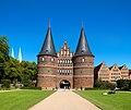 Holstentor in Lübeck Frontseite.jpg