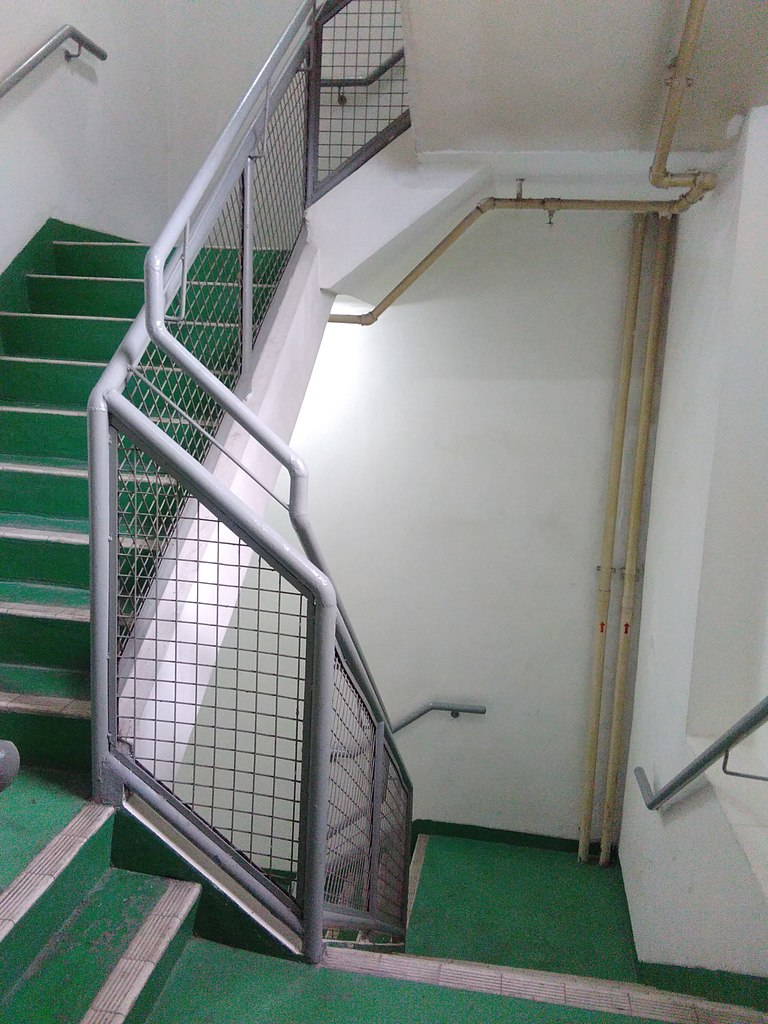 File:HongKong Kwun Tong How Ming Street Entrepot Centre Staircase Part
