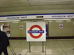 Hounslow West (18515890).jpg
