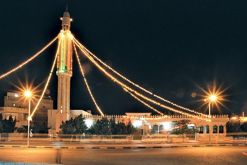 مصر ترحب بكل العرب 800px-Hurghada,_Mosque_at_El_Nasr_Way_in_Dahar_during_Ramadan,_Egypt,_Oct_2004