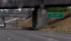 I-215 northbound at Grand Terrace, CA city limits (2006) (crop).jpg