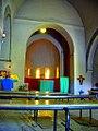 In der alten romanischen Dorfkirche von Taizé.jpg