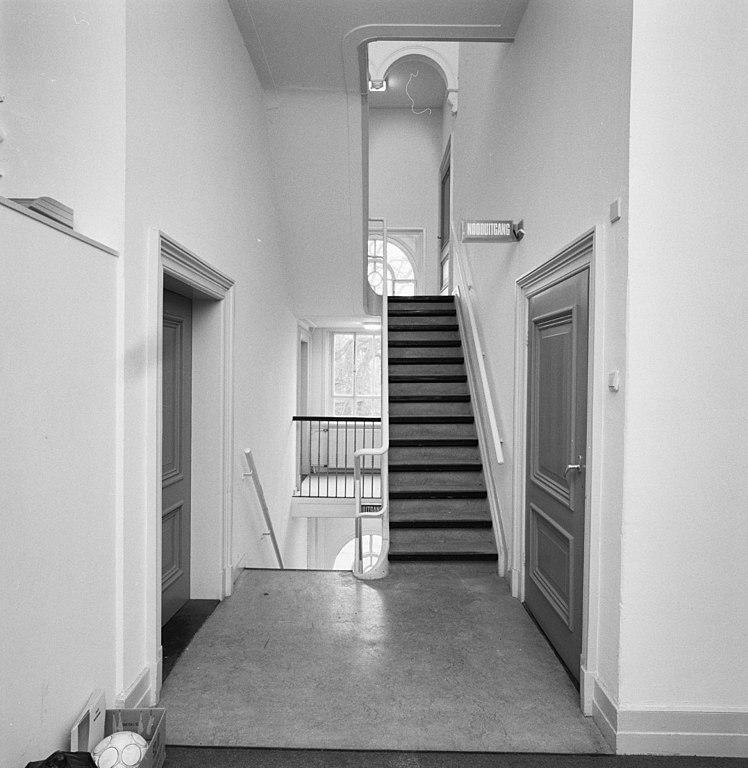 Bestand:Interieur, diensttrappenhuis boven - Zeist - 20372086 - RCE ...