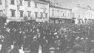 Austro-Hungarian strike of January 1918 - Striking workers assembling outside the Town Hall, Wiener Neustadt, 14 January 1918