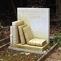 Jeremy Beadle grave.jpg