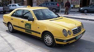 Deutsch: Ein Mercedes-Benz W210 in der Taxiaus...