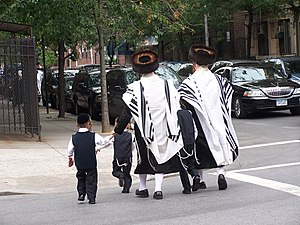 New York City ethnic enclaves - Image: Jueus ultraortodoxes satmar a brooklyn