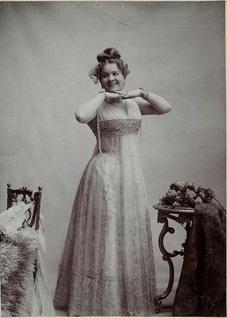 Die Göttin der Vernunft - Julie Kopacsy-Karczag as Ernestine in Die Göttin der Vernunft