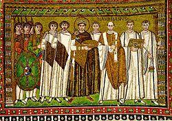 Fotografia del Mosaic de Justinià primer a Sant Vital de Ravenna portant la túnica porpra com a emperador
