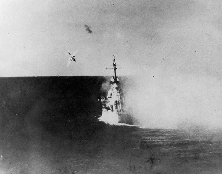 Kamikaze attacks USS Columbia (CL-56) in Lingayen Gulf on 6 January 1945 (NH 79449)