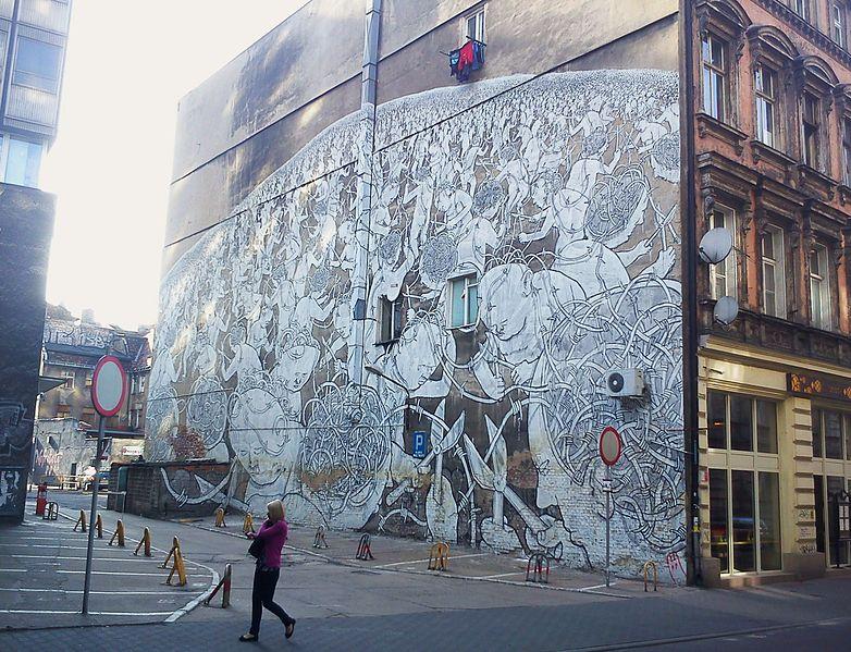 Dziewczynka podlewaj ca drzewo konewk czyli nowy mural w for Mural dziewczynka z konewka