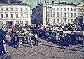 Kauppatori, pääsiäiskoristeiden myyntikojuja - XLVIII-1097 - hkm.HKMS000005-km0000m3c6.jpg