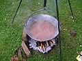 Kessel mit Standbeinen am Feuer, Bild2.JPG