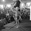 Kindermodeshow Fa Nooy Zandvoort, Bestanddeelnr 908-8608.jpg