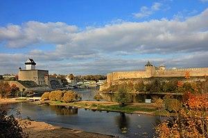 Narva: Kindlused Narva jõe kaldal