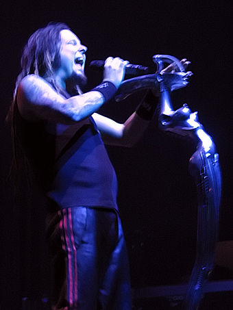 Jonathan Davis of the 2003 award-winning band, Korn Korn 03322006 Milwaukee.jpg