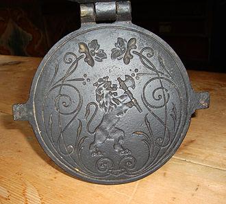 Krumkake - Image: Krumkake iron with lion
