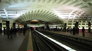 L'Enfant Plaza station - Image: L'Enfant Plaza upper level, facing outbound