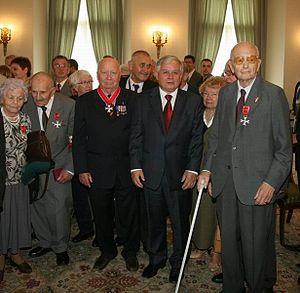 """Stanisław Aronson - Stanisław """"Rysiek"""" Aronson (left) (decorated with the Order of Polonia Restituta 3rd Class) and President of Poland Lech Kaczyński"""