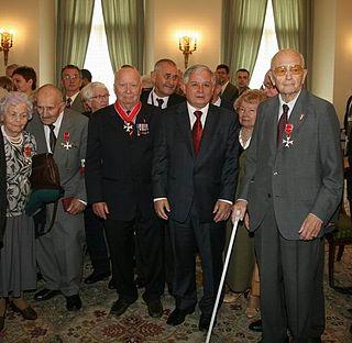 Polish Jew/Israeli citizen/former officer:Polish Home Army as Lieutenant