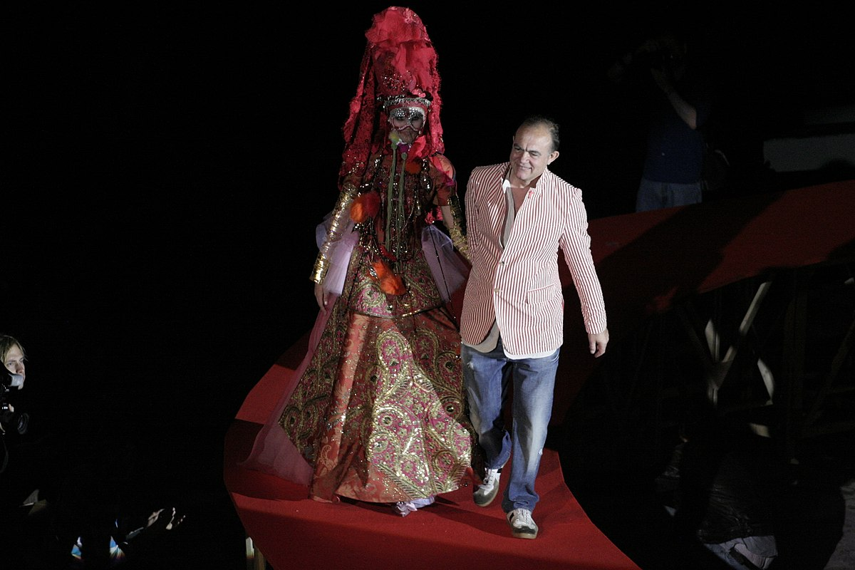 Christian lacroix wikidata for Haute couture pronounce