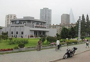Hwanggumbol Station - Image: Laika ac Hwanggumbol station (7959994972)