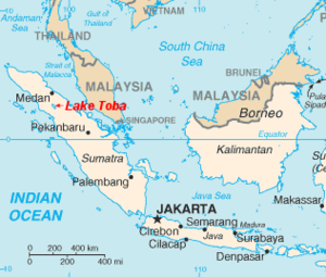 Mapa en inglés que muestra la ubicación del lago Toba (Lake Toba)