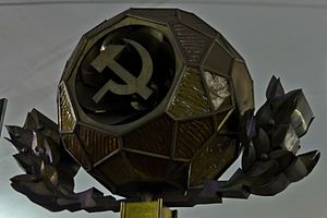 Hammer and sickle - Image: Lenpl 06