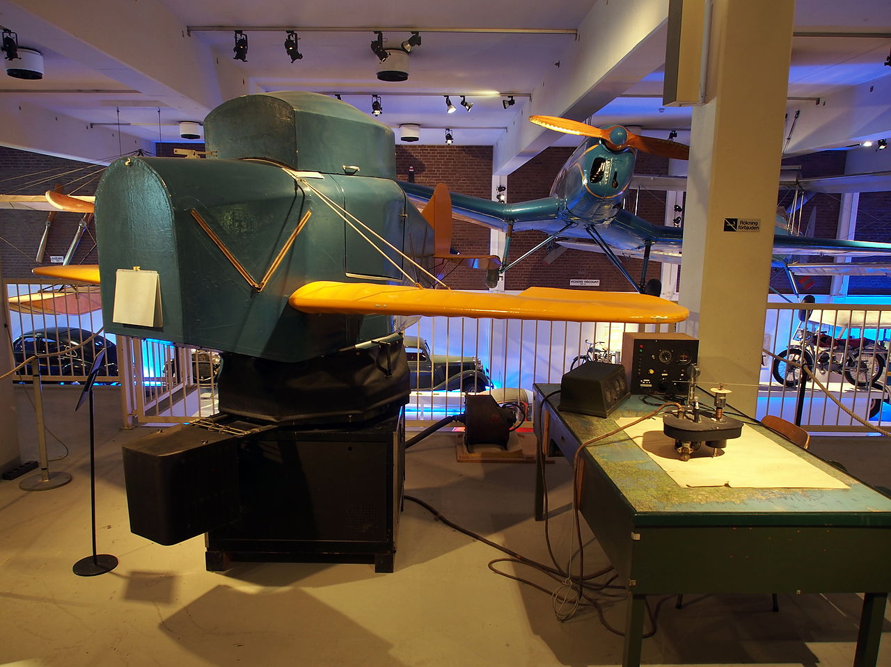 File:Link trainer flight simulator Teknikens och Sjöfartens hus