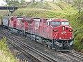 Locomotivas de comboio parado sentido Guaianã no pátio de cruzamento Convenção em Itu - Variante Boa Vista-Guaianã km 194 - panoramio.jpg