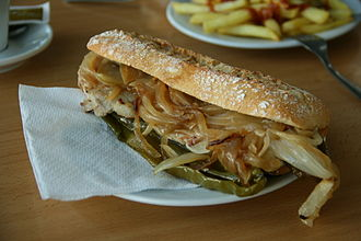 Bocadillo - Bocadillo prepared with pork fillet, fried onions and green pepper and seasoned with alioli sauce.