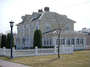 Longfellow House - The Longfellow House from the Parkway.