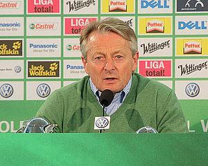 Lorenz-Günther Köstner - Köstner at a press conference with Wolfsburg in 2010.