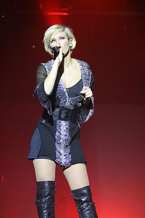 Lorie (singer) - Lorie performing at her Tour 2Lor 24 October 2008 in Charleroi (Belgium)