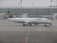 Lufthansa Airbus A321-231 D-AIDU at MUC 17FEB2015.JPG
