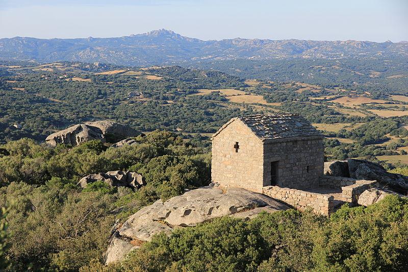 File:Luogosanto - Chiesa di San Leonardo (04).JPG