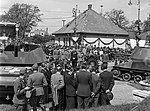 Mátyásföld, Újszász utca 41-43. Magyar Királyi Honvéd gépkocsiszertár díszudvara, haditechnikai bemutató. Fortepan 72110.jpg