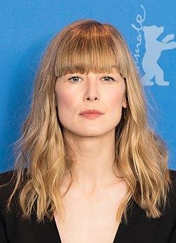 MJK 10907 Rosamund Pike (Berlinale 2018) (cropped).jpg