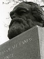 Marx' graf te Londen. De kop is een latere toevoeging.