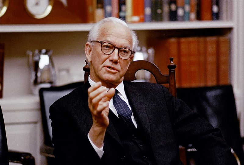 File:Mendel Rivers at White House, 7 March 1968.jpg