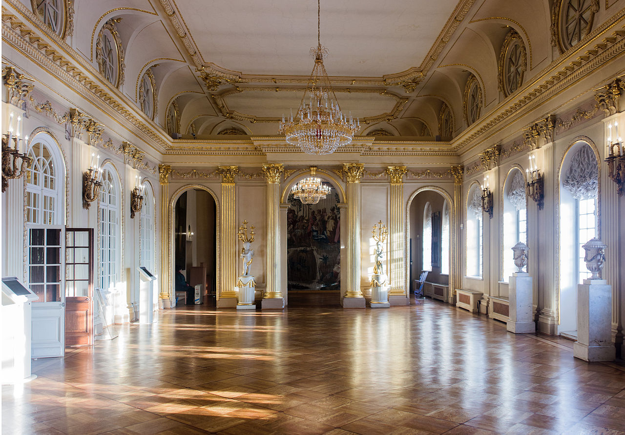 Grand Ballroom Foyer : File menshikov palace grand hall g wikimedia commons