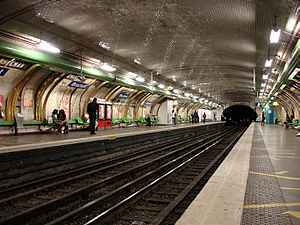 Brochant (Paris Métro) - Image: Metro de Paris Ligne 13 Brochant 03