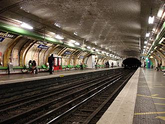 Brochant (Paris Métro) - Image: Metro de Paris Ligne 13 Brochant 03
