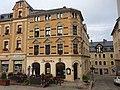 Mietshaus in Ecklage und in geschlossener Bebauung (ohne Hausteil an der Straße Am Mühlgraben) Hauptmarkt 9.jpg
